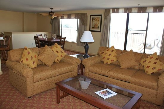 Pacific Grove Plaza : Living Room (Pull Out Sofa Bed)