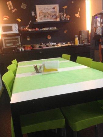 Raval Rooms Barcelona: Salle du petit déjeuner