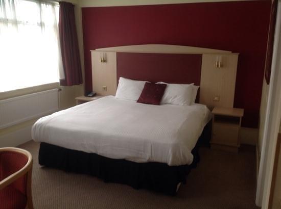 BEST WESTERN Cresta Court Hotel: Superior room bed