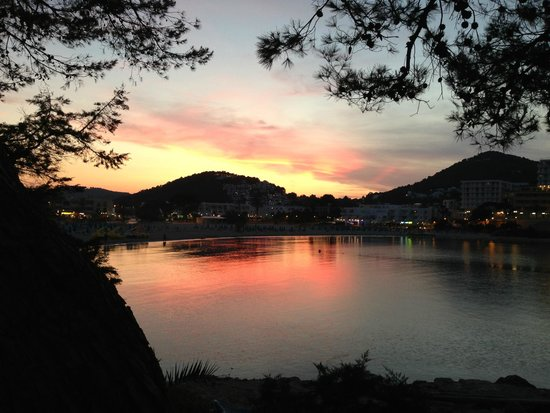 El Pinar Aparthotel: SUNSET ACROSS THE BAY