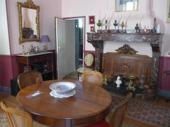 Le Chai de Marguerite: dining room