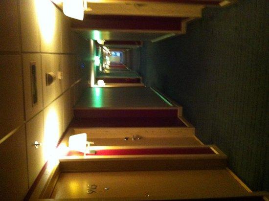 Clarion Hotel Sign : corridoio