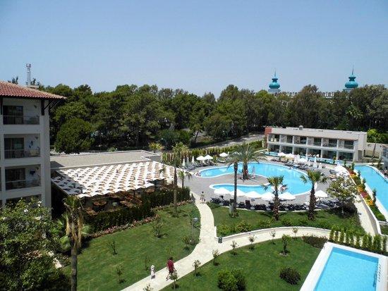 Barut Hemera: Het rustige zwembad en Italiaans restaurant