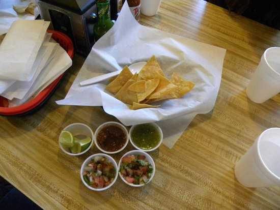 Jalisco Grill: Chips and salsa
