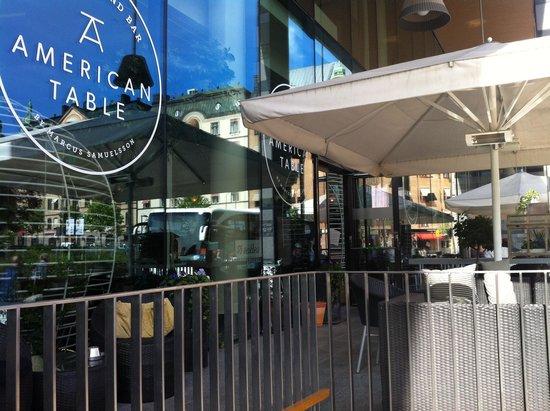 Clarion Hotel Sign : caffè esterno