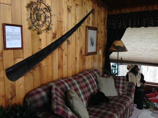 Jewel Lake Bed & Breakfast: Living room