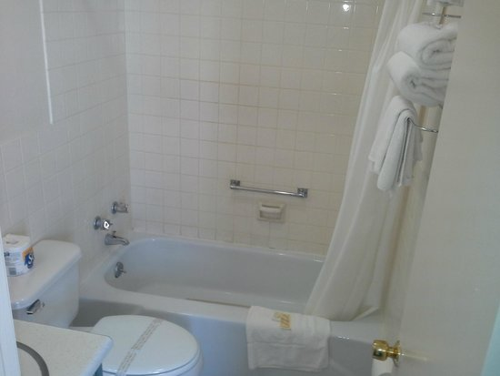Inn Towne Motel: bathroom