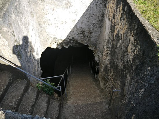 Mangapwani Coral Cave: entrance