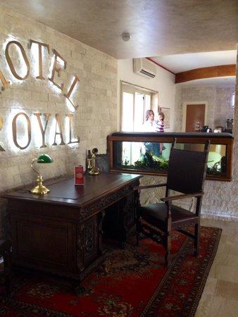 Hotel Royal : Il trono