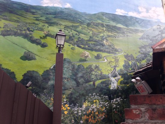 Hog's Breath Inn : Colorful mural on the outdoor wall