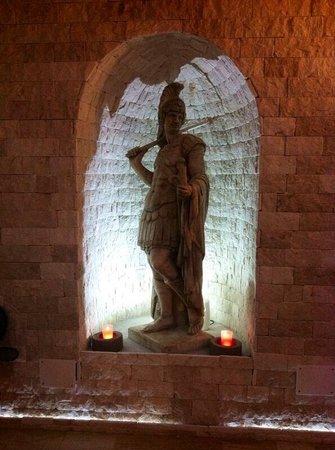 Hotel Royal : Statue...