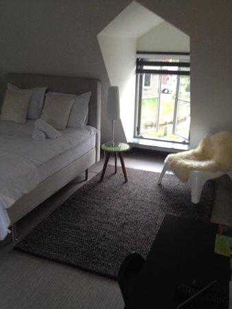 Slaapkamer met open badkamer - Foto van Het Lepelaarsnest B&B, Jisp ...
