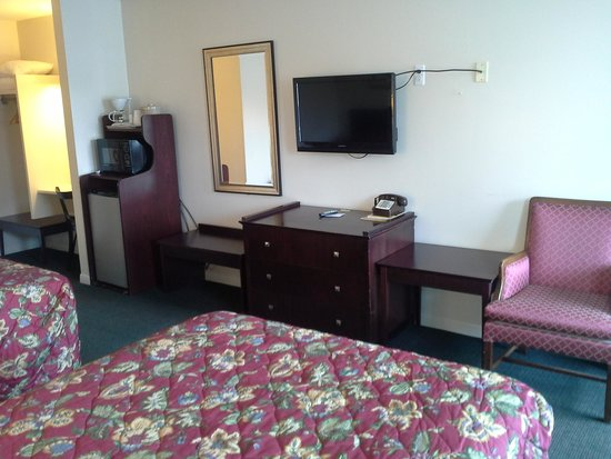 Inn Towne Motel: two bed room