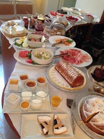 Petronilla Hotel: otimo breakfast