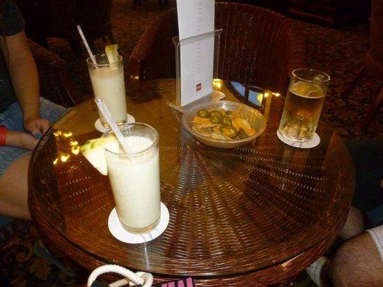 Hotel Riu Cancun: Tragos en el lobby!!!