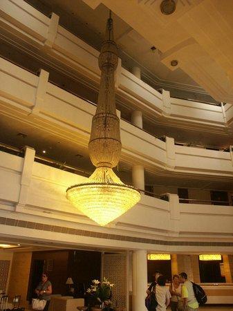 Howard Plaza The Fern Agra: Lustre du hall