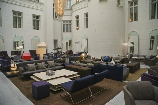 Nobis Hotel: Covered courtyard