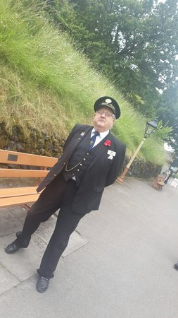 Gloucestershire Warwickshire Railway: The stationmaster��