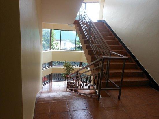 Stella Maris Lodge: staircase