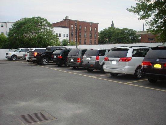 Inn Towne Motel : motel parking