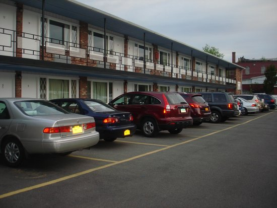 Inn Towne Motel : motel parking