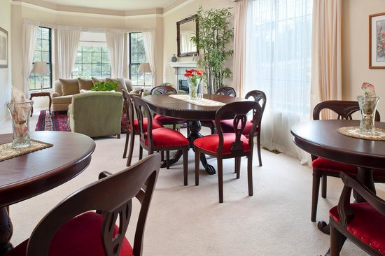 The Pleasant Street Inn: Common areas for guests to enjoy