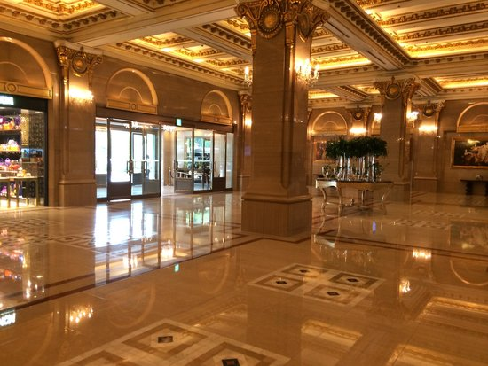 Lobby of the main wing at Lotte Hotel Seoul
