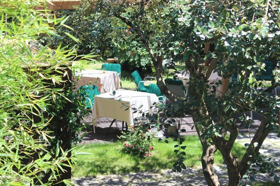 Locanda Vigna Ilaria: View of the garden restaurant from our room