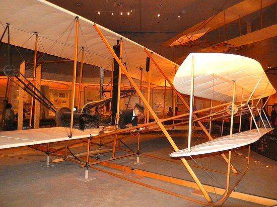 Museo Nacional del Aire y el Espacio: 1903 Wright Flyer, lots of info