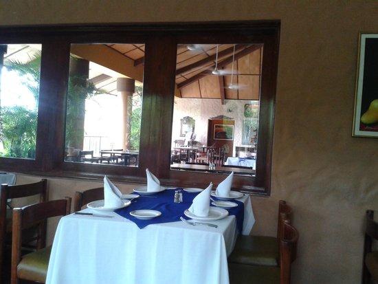 El Tiscapa: Air Conditioned Dining Area