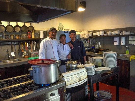 El Albergue Ollantaytambo : The awesome kitchen staff responsible for the yummy food.