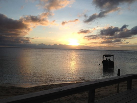 Savaii Lagoon Resort: Another sunset photo, this time from the dining fale :-)
