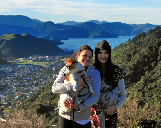 Picton Top 10 : Two girls I met on a walk suggested by the Top Ten