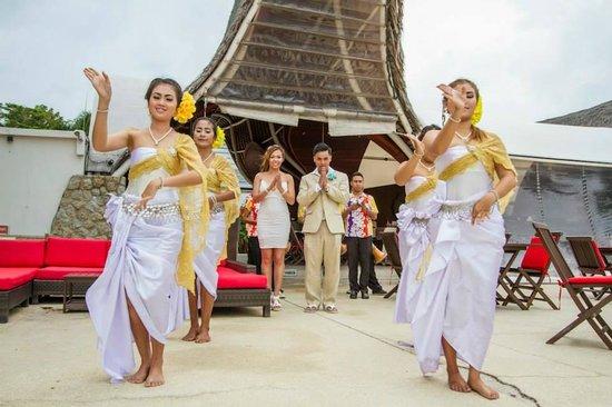Beach Republic The Residences: Thai Drum Dancers