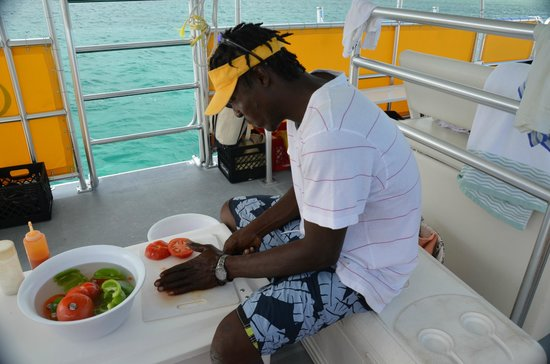 Caicos Dream Tours : Making our Conch salad from the Conch we found.