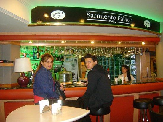 Sarmiento Palace Hotel: En el cafe bar del hotel.