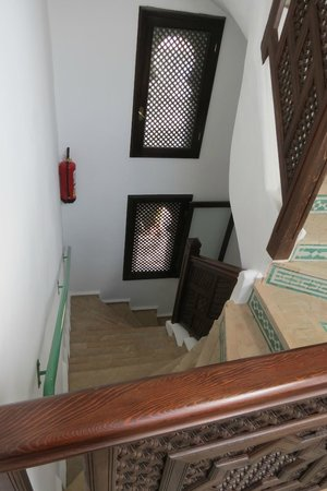 La Maison Blanche : Partial view of the stairs to the upper level