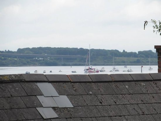 BT48 Apartotel : view from the balcony of the Derry Clipper coming in