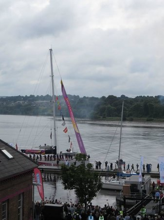 BT48 Apartotel : View from our balcony of the Derry Clipper docking