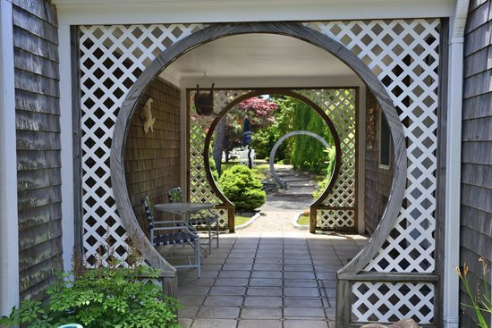 Pleasant Bay Village: Arched walkways - notice art on walls
