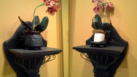 Caribe Resort: Left mirror sconce: fine. Right: Broken and styrofoam just sitting there
