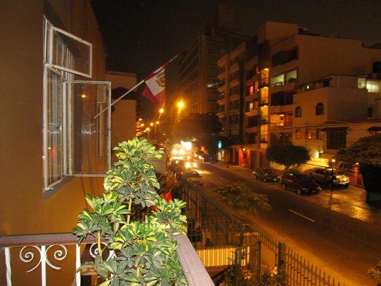 Casa Wayra Bed & Breakfast Miraflores: Vista desde el balcón de la habitación