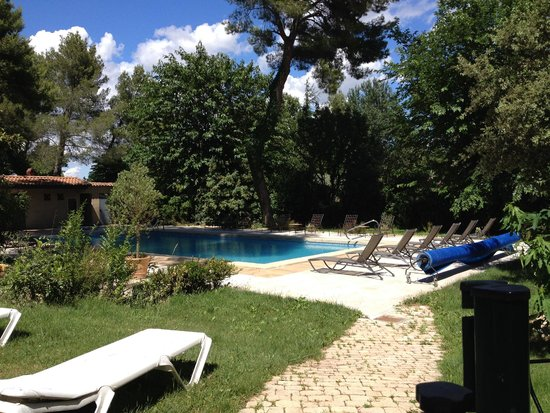 Auberge de Noves: Pool area