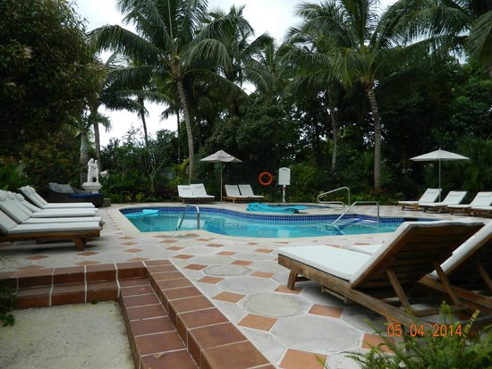 Sandals Royal Bahamian Spa Resort & Offshore Island: The pool by the Villas - nobody uses