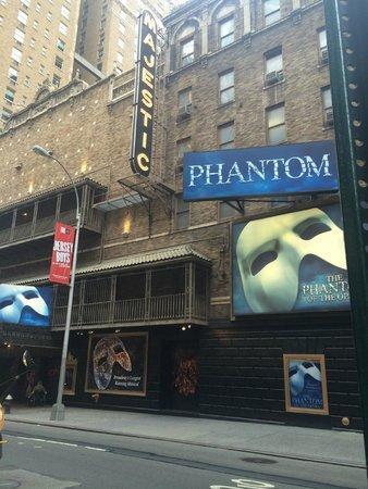 The Phantom of the Opera: Entrada do Majestic