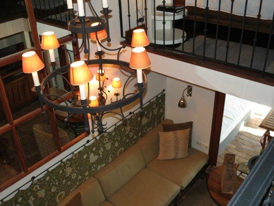 Carmelo Resort & Spa. A Hyatt Hotel: Vista al living desde la plata alta