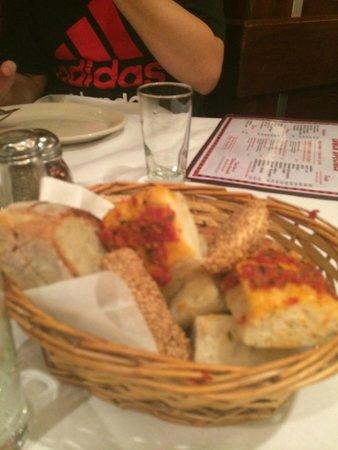 Carmine's : Entrada de pães
