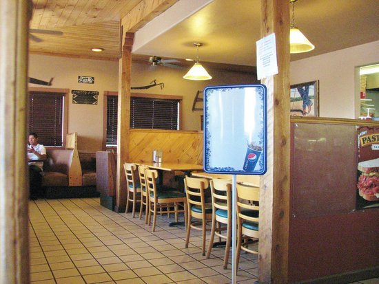 Sundance Pizza and Tastee Freeze: booths and tables inside