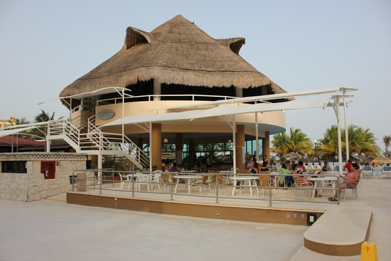 Viva Wyndham Maya - An All Inclusive Resort : Pool bar