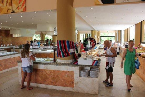 Viva Wyndham Maya: Main restaurant